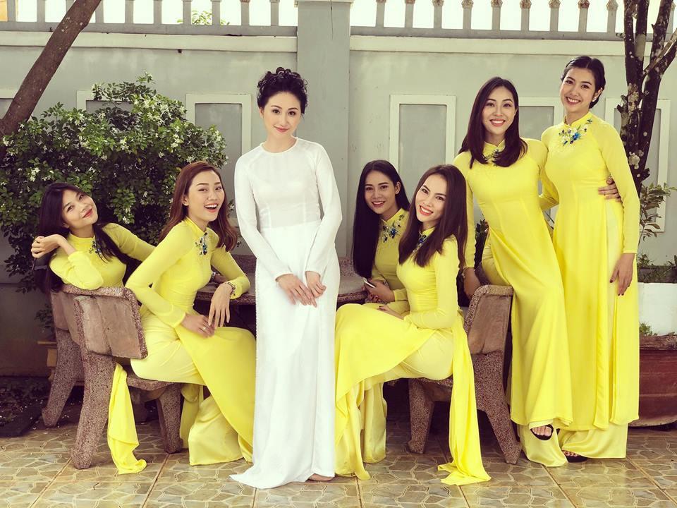 Đội hình bê tráp toàn mỹ nhân Vbiz xinh đẹp, nổi tiếng trong đám hỏi của Top 6 Hoa khôi áo dài 2014 - Ảnh 1.