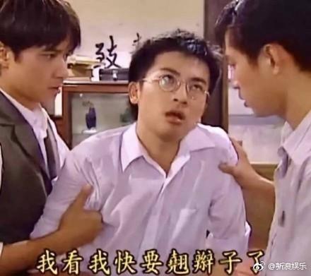 Dở khóc dở cười khoảnh khắc Triệu Vy mặt 'tỉnh bơ' khi vô tình khiến Tô Hữu Bằng đau đớn vì bị kẹp tay