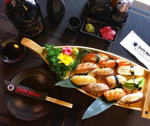 Sài Gòn không thiếu những quán sushi giá rẻ cho mấy ngày xẹp ví mà vẫn thèm ăn sang - Ảnh 1.