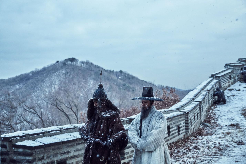 """Nỗi ô nhục nghìn thu của triều đại Joseon qua lăng kính điện ảnh trong """"Nam Hán Sơn Thành"""" - Ảnh 3."""