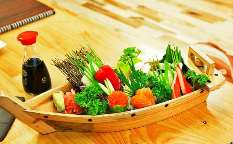 Sài Gòn không thiếu những quán sushi giá rẻ cho mấy ngày xẹp ví mà vẫn thèm ăn sang - Ảnh 8.