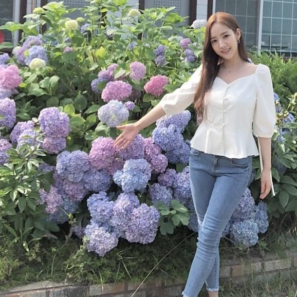 """Được cả loạt sao cùng diện, đây chính là những mẫu trang phục """"quốc dân"""" đang hot nhất ở Hàn Quốc thời gian này - Ảnh 7."""