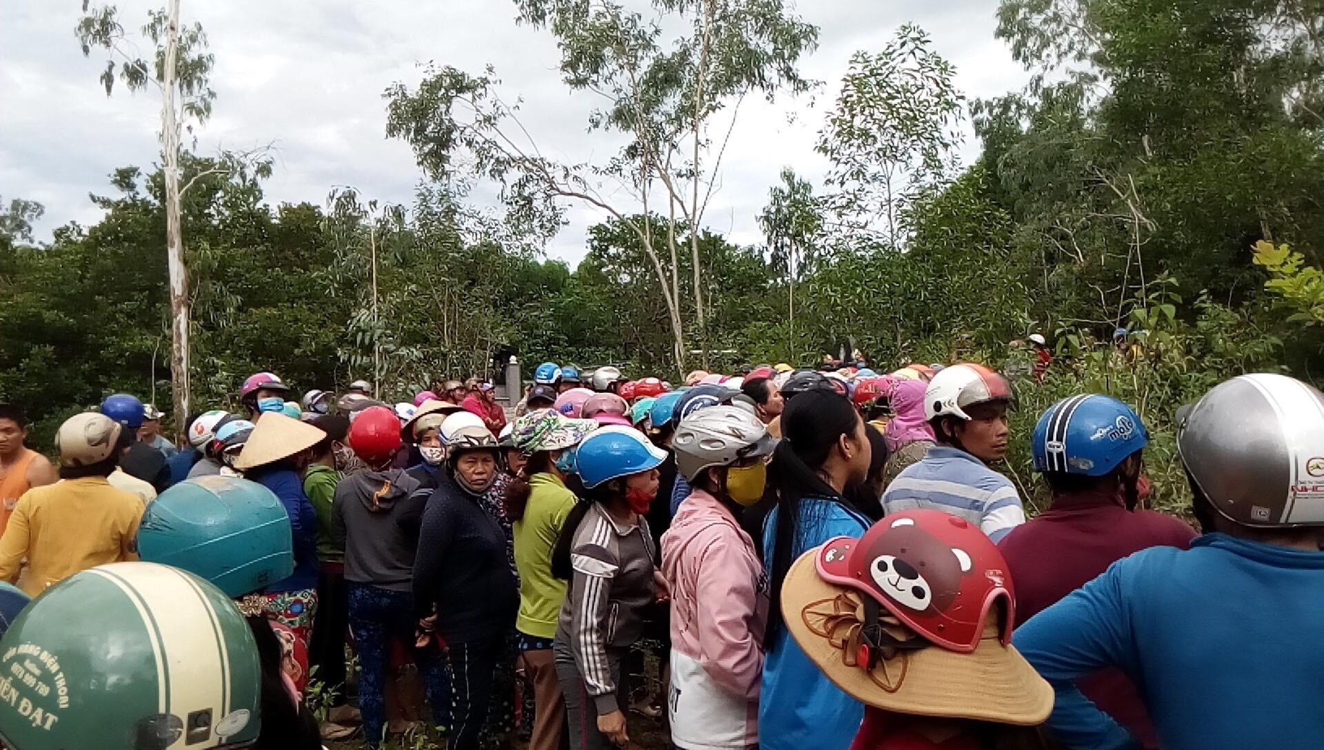Hiện trường thảm án kinh hoàng 3 người tử vong nghi bị sát hại trong nghĩa địa ở Bình Định - Ảnh 2.