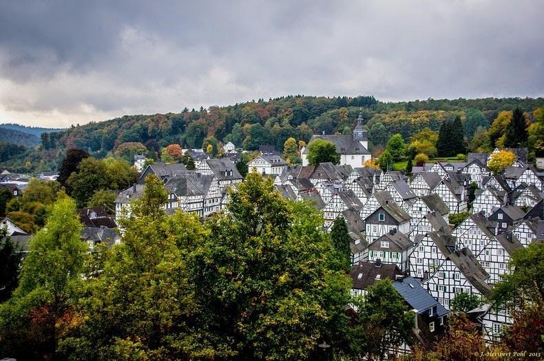 """Freudenberg - Thị trấn độc nhất nước Đức với hàng chục nhà trông như 1, tìm nhà gian nan chẳng khác gì """"mò kim đáy bể"""" - Ảnh 1."""