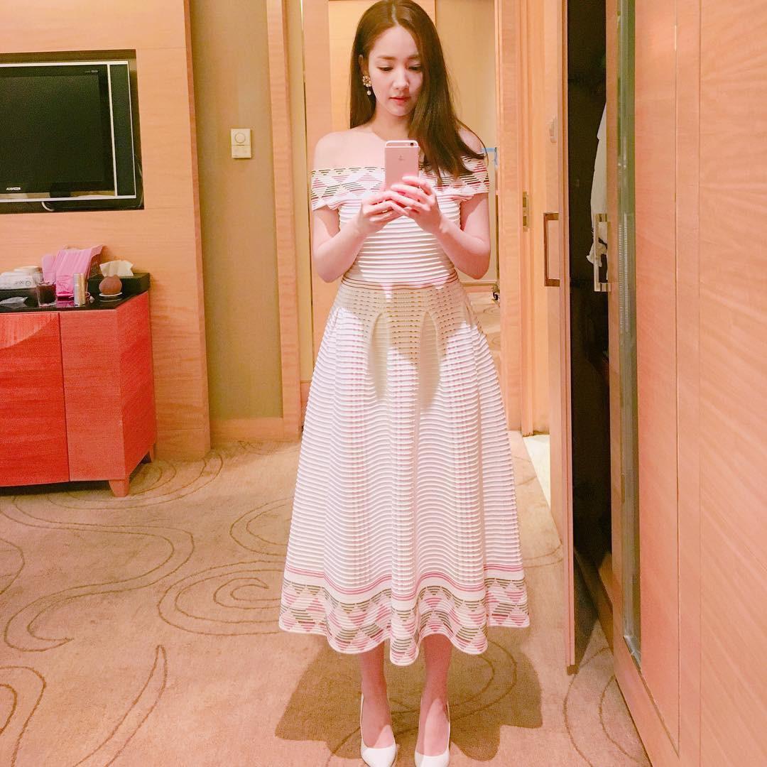 Park Min Young là thư ký sành điệu nhưng style ngoài đời giản dị vô cùng - Ảnh 11.