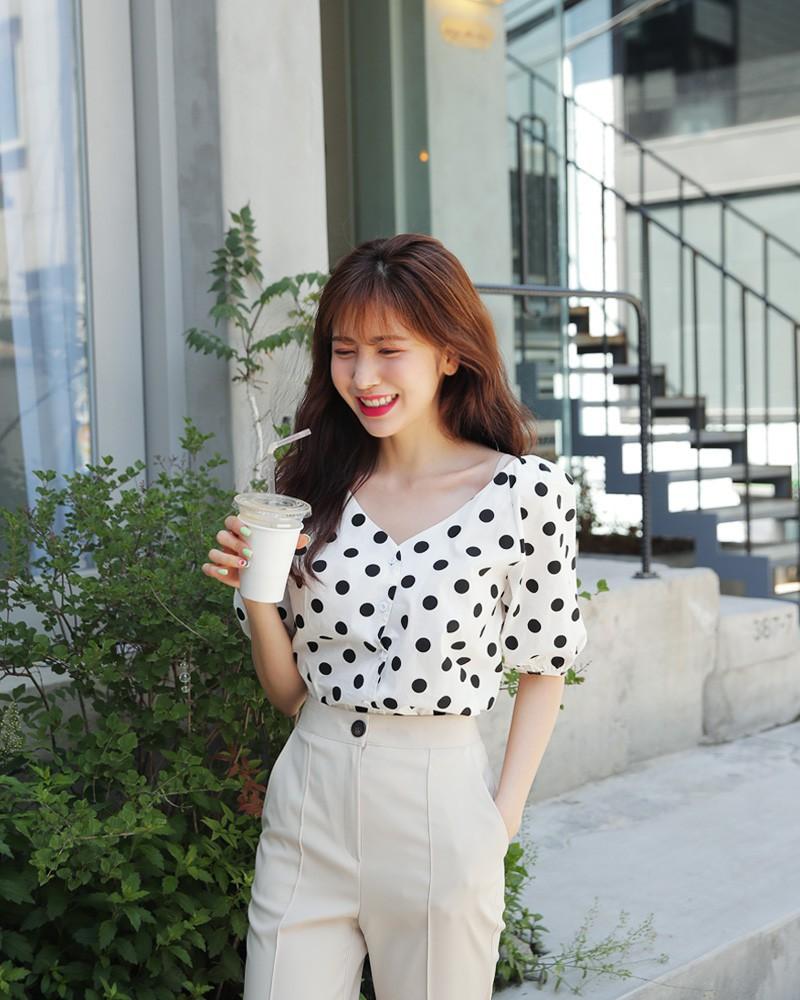 10 kiểu áo blouse hot nhất hiện nay, ngắm rồi chỉ muốn sắm cho bằng hết để mặc - Ảnh 19.