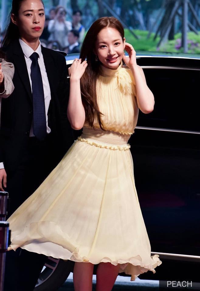 Park Min Young là thư ký sành điệu nhưng style ngoài đời giản dị vô cùng - Ảnh 20.