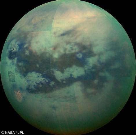 Titan trong buổi hoàng hôn - ảnh: NASA