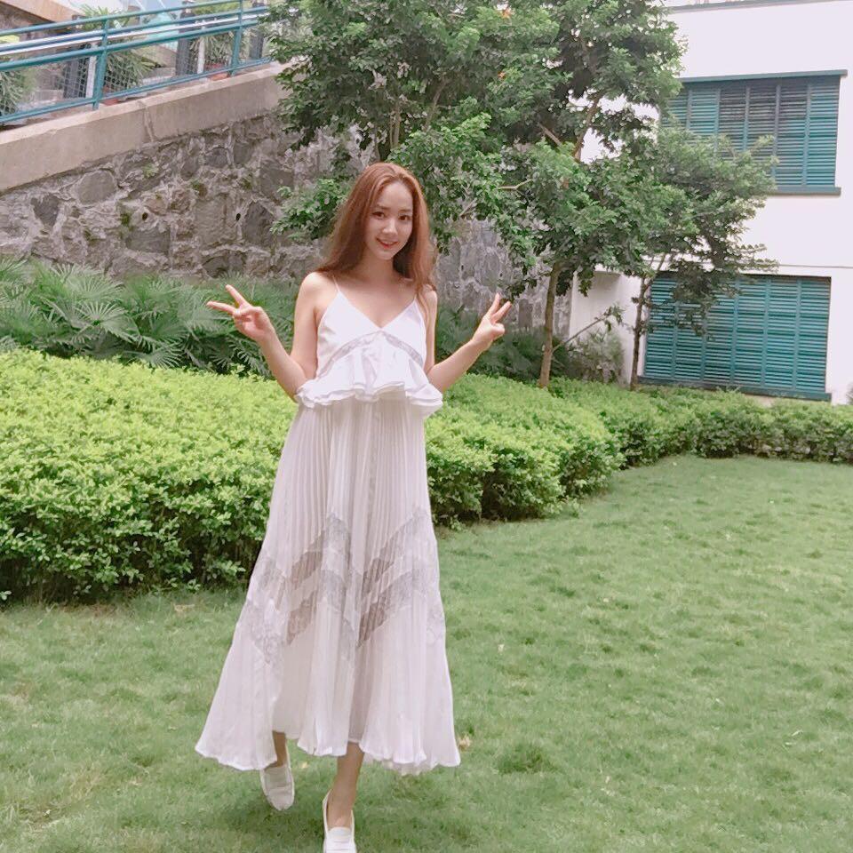 Park Min Young là thư ký sành điệu nhưng style ngoài đời giản dị vô cùng - Ảnh 9.