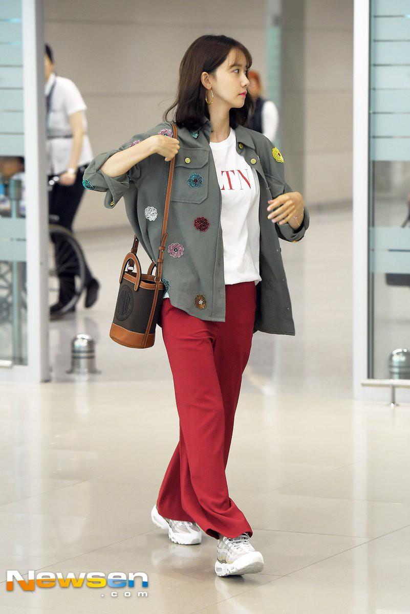 """Được cả loạt sao cùng diện, đây chính là những mẫu trang phục """"quốc dân"""" đang hot nhất ở Hàn Quốc thời gian này - Ảnh 9."""