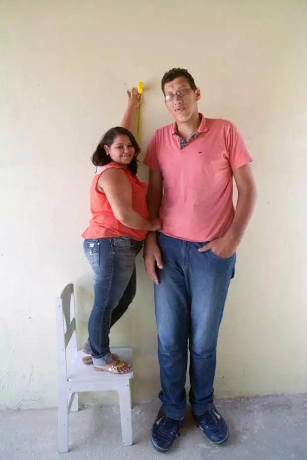 Chuyện tinh cổ tích của thanh niên cao gấp đôi bạn gái: Khi chàng 2 mét còn nàng vừa tròn mét mốt không hơn - Ảnh 6.