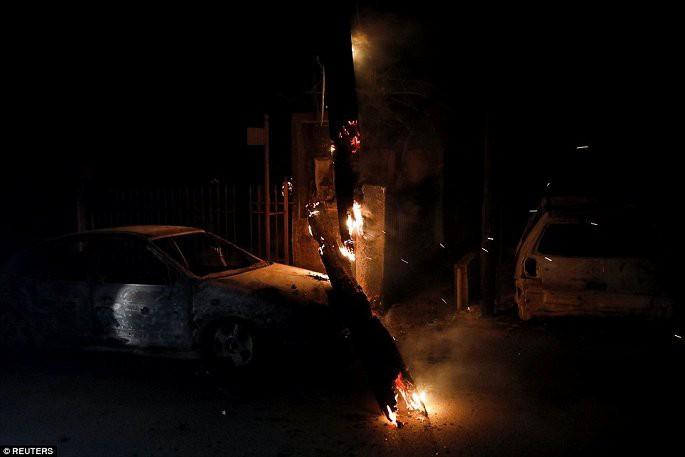 Thủ đô Hy Lạp rực lửa, ít nhất 24 người chết và hàng trăm người bị thương do cháy rừng - Ảnh 7.