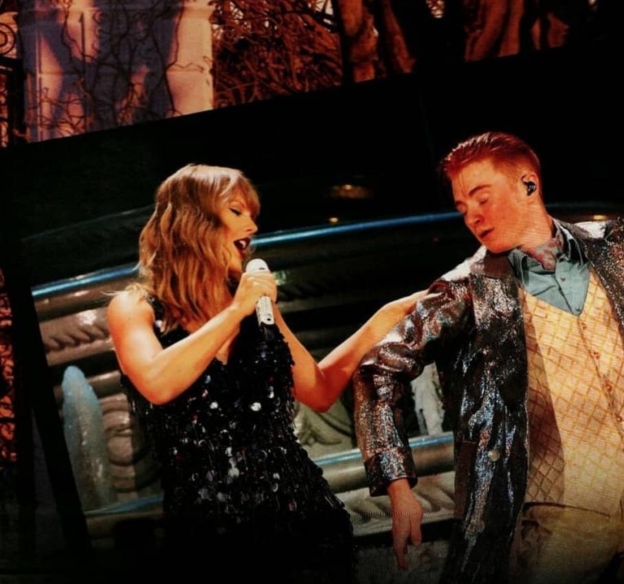Taylor Swift nằm mơ cũng không ngờ có ngày bị chính dancer của mình gạt chân ngã chổng vó trên sân khấu - Ảnh 3.