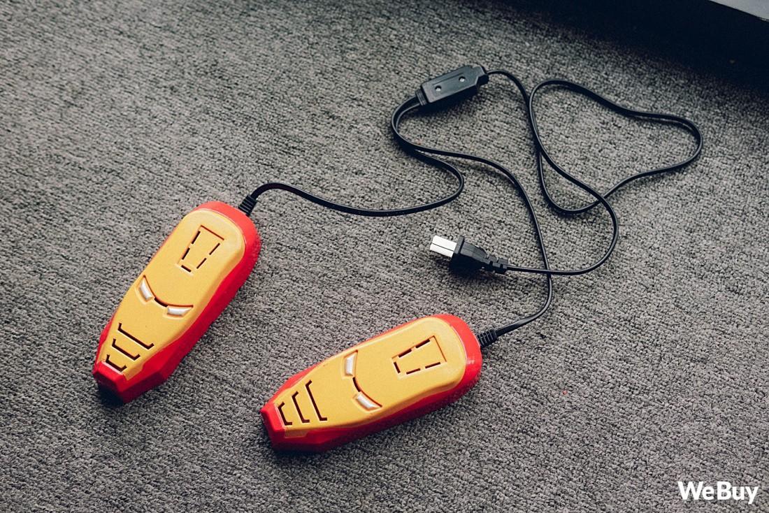 Quá mệt mỏi vì giày đi mưa bị ẩm lên mùi? Hãy ngó qua xem máy hút mùi Iron Man sau - Ảnh 1.