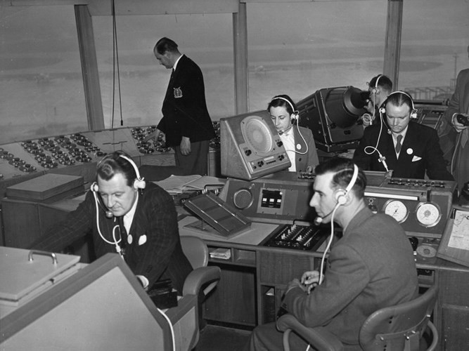Hình ảnh cho thấy những đổi thay trong các chuyến bay xưa và nay - Ảnh 13.