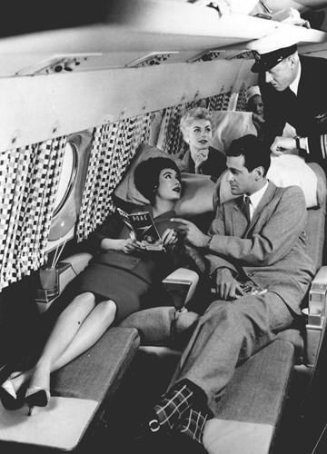 Hình ảnh cho thấy những đổi thay trong các chuyến bay xưa và nay - Ảnh 26.