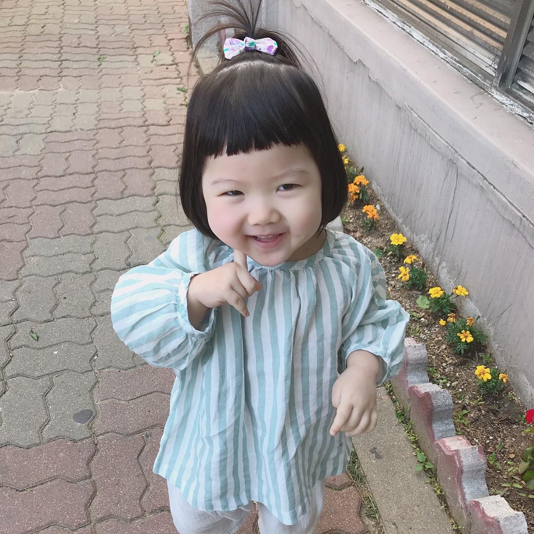 Cô Bé Má Bánh Bao Phúng Phính, Hễ Cứ Chu Môi Là Đáng Yêu Hết