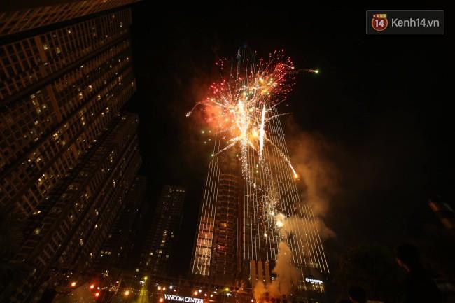Màn pháo hoa cùng bữa tiệc ánh sáng đèn LED hoành tráng ghi dấu sự kiện ra mắt Vincom Center Landmark 81 - Ảnh 24.