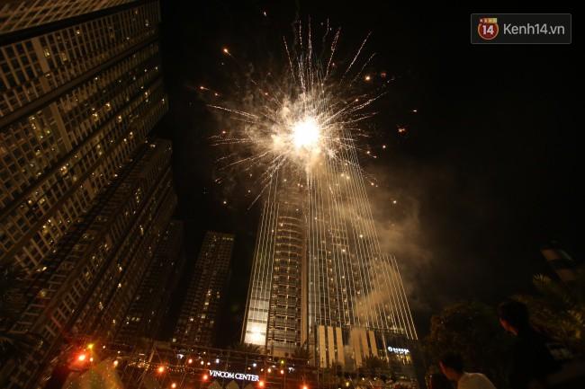 Màn pháo hoa cùng bữa tiệc ánh sáng đèn LED hoành tráng ghi dấu sự kiện ra mắt Vincom Center Landmark 81 - Ảnh 27.