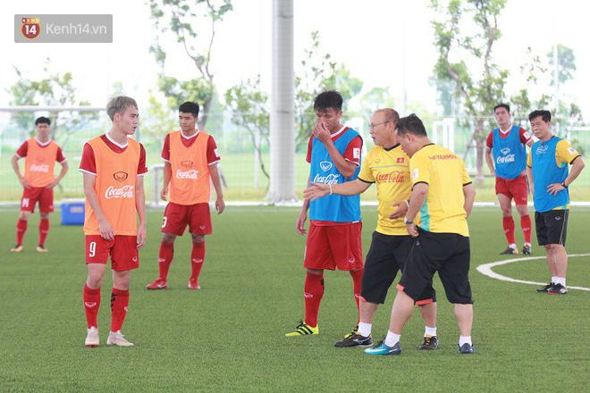 HLV Park Hang Seo nổi nóng trong buổi tập của U23 Việt Nam - Ảnh 3.