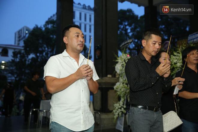 Thành Lộc lặng người bên linh cữu, chia sẻ chuyện xúc động về cố NSƯT Thanh Hoàng - Ảnh 11.