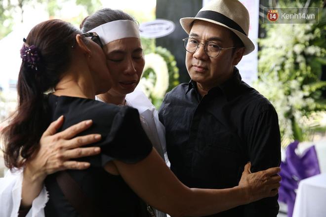 Thành Lộc lặng người bên linh cữu, chia sẻ chuyện xúc động về cố NSƯT Thanh Hoàng - Ảnh 3.