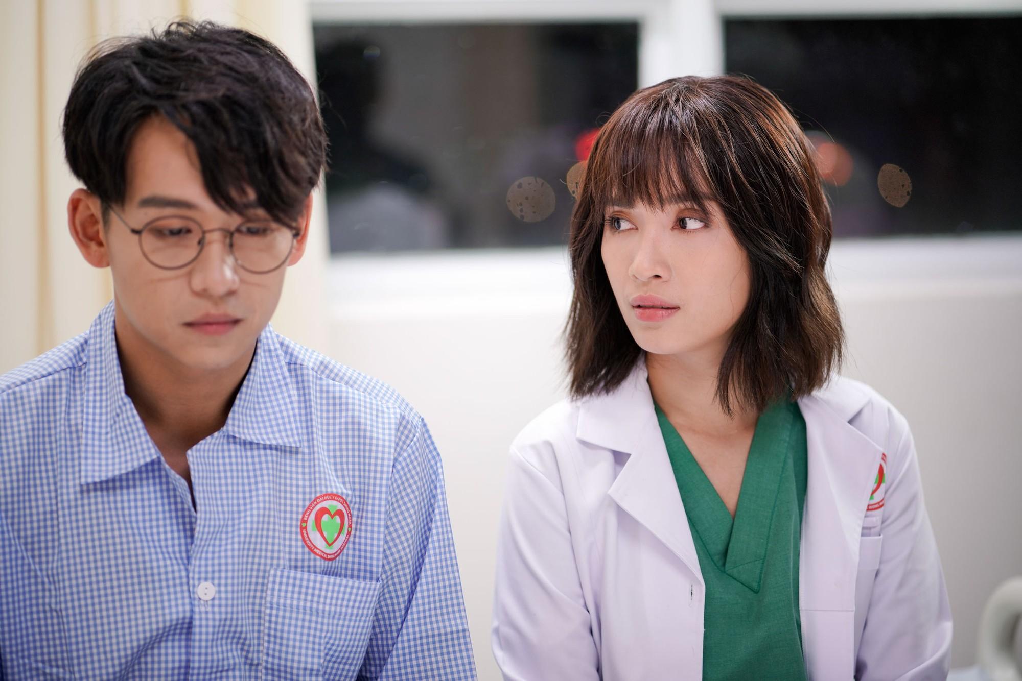Ái Phương say đắm khoá môi MC Quang Bảo trong MV về chuyện tình bác sĩ - bệnh nhân - Ảnh 4.