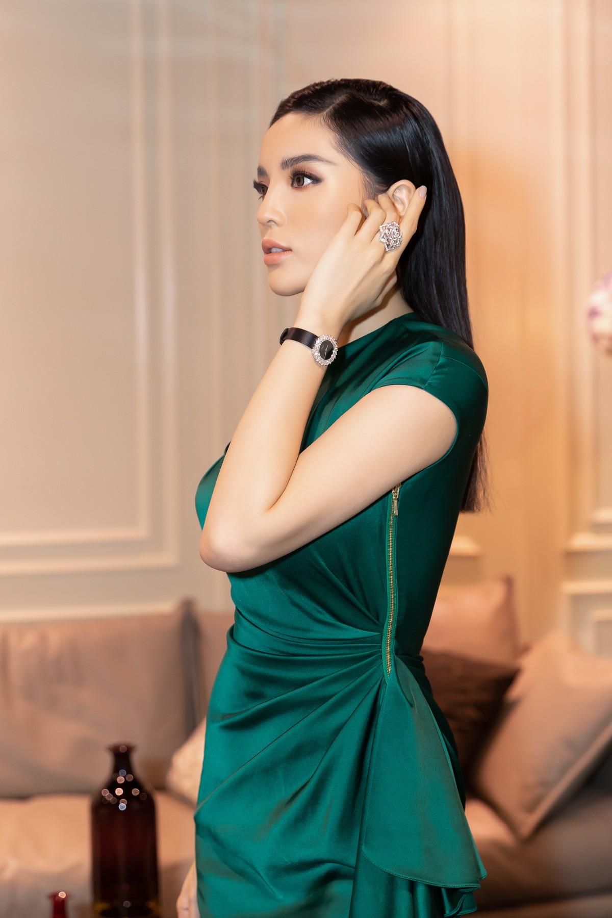 Hoa hậu Kỳ Duyên gây chú ý khi đắp hàng hiệu hơn 3 tỷ đồng đi sự kiện - Ảnh 1.