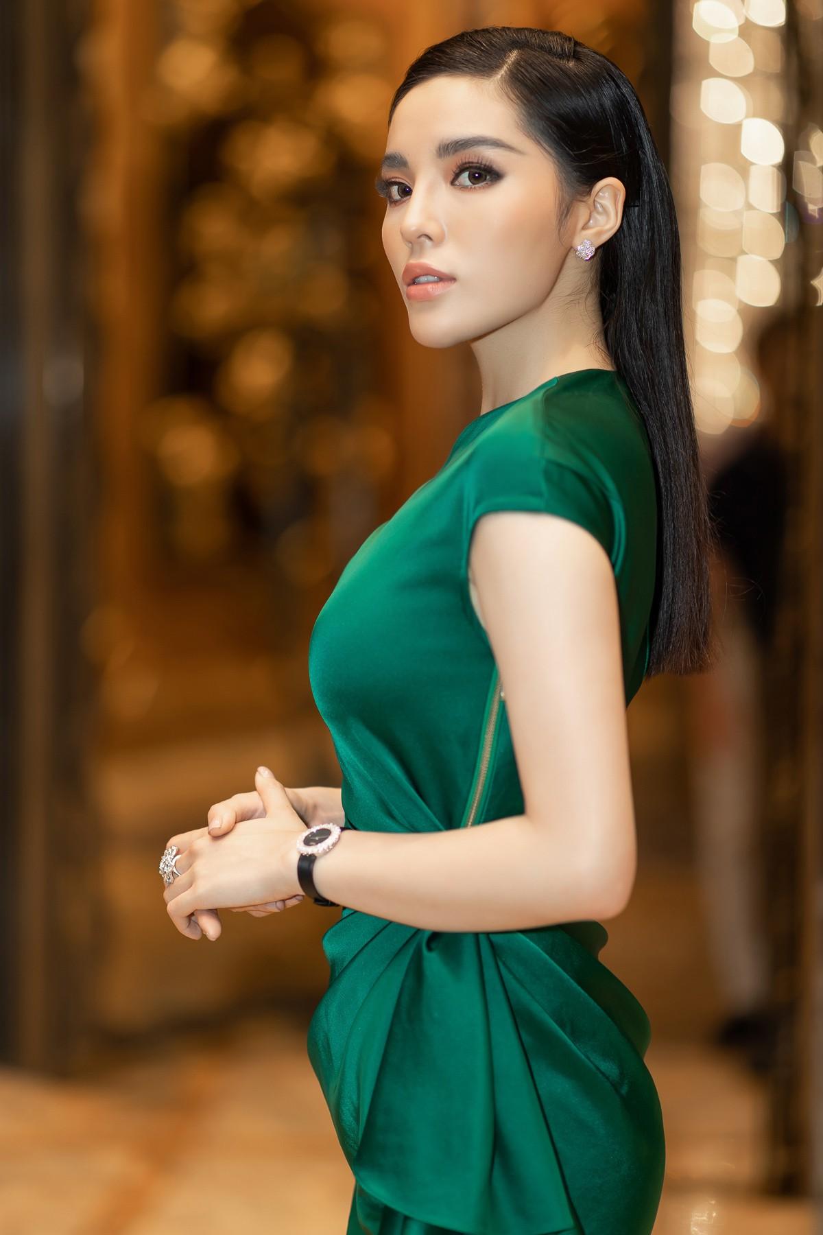 Hoa hậu Kỳ Duyên gây chú ý khi đắp hàng hiệu hơn 3 tỷ đồng đi sự kiện - Ảnh 6.