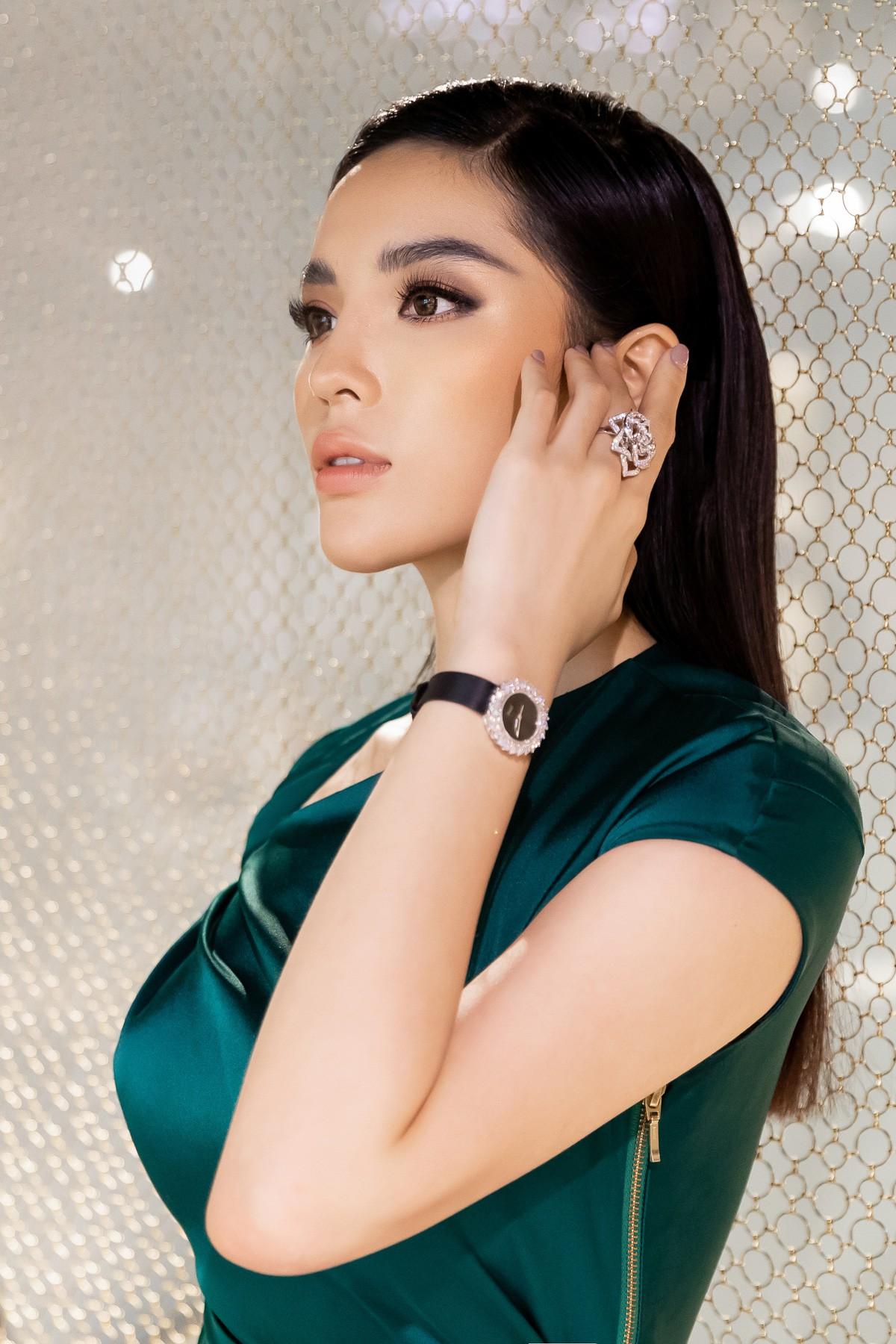 Hoa hậu Kỳ Duyên gây chú ý khi đắp hàng hiệu hơn 3 tỷ đồng đi sự kiện - Ảnh 7.