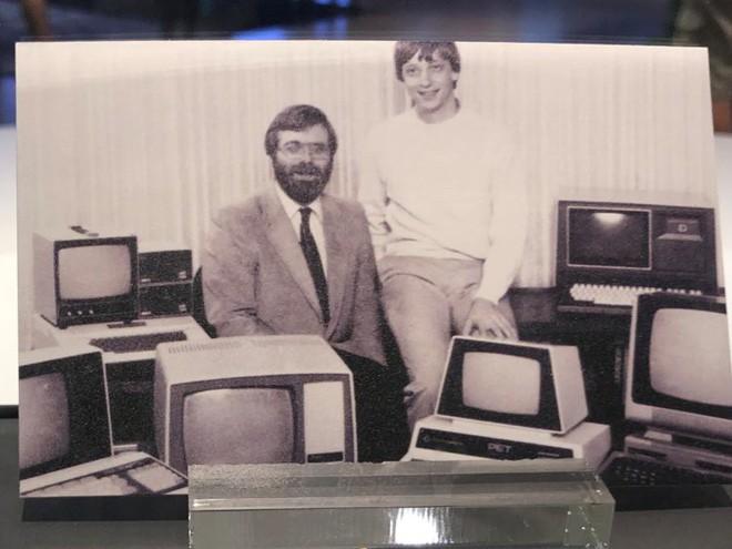 Đây là danh thiếp đầu tiên của Bill Gates, đang được trưng bày như một kỷ vật - Ảnh 2.