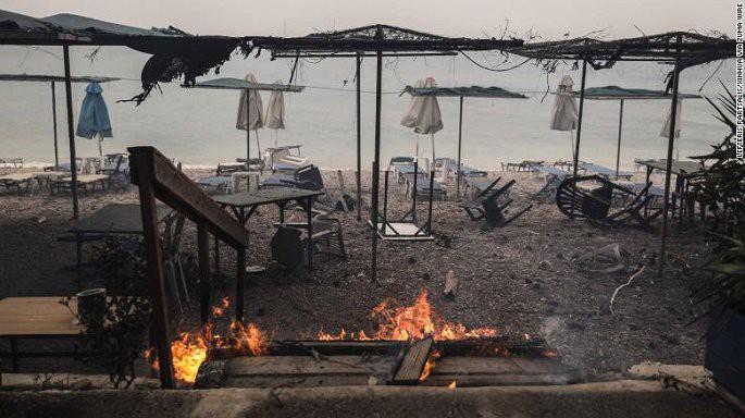 Thảm kịch cháy rừng Hy Lạp khiến 83 người thiệt mạng: Có dấu hiệu cố ý phóng hỏa - Ảnh 1.