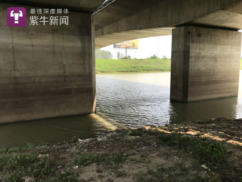 Phát hiện thi thể bé gái dưới sông, cảnh sát vớt lên và tìm thấy bằng chứng trong balo tố cáo âm mưu tàn độc của bố và ông nội - Ảnh 1.