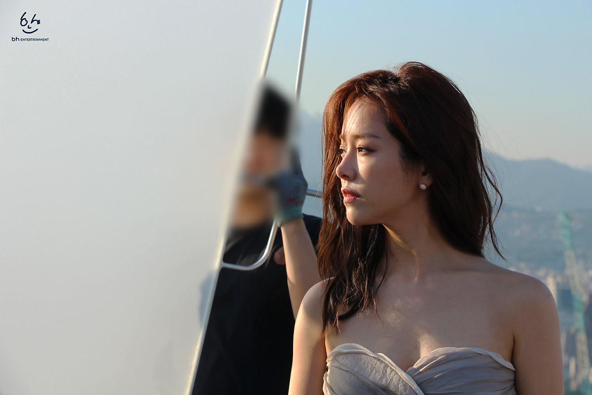 Nhìn Han Ji Min trước và sau khi lên đồ, mới thấy các chị em cứ biến hình là không thể đùa được! - Ảnh 9.