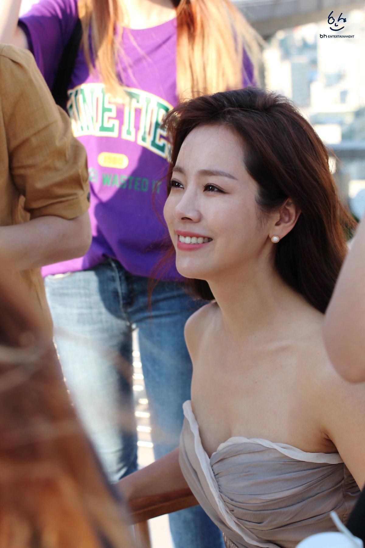 Nhìn Han Ji Min trước và sau khi lên đồ, mới thấy các chị em cứ biến hình là không thể đùa được! - Ảnh 11.