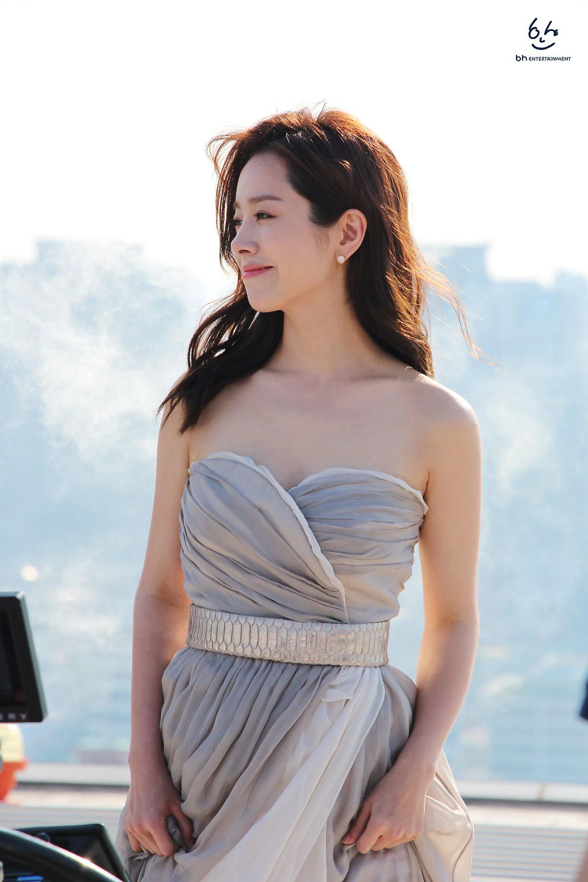 Nhìn Han Ji Min trước và sau khi lên đồ, mới thấy các chị em cứ biến hình là không thể đùa được! - Ảnh 12.