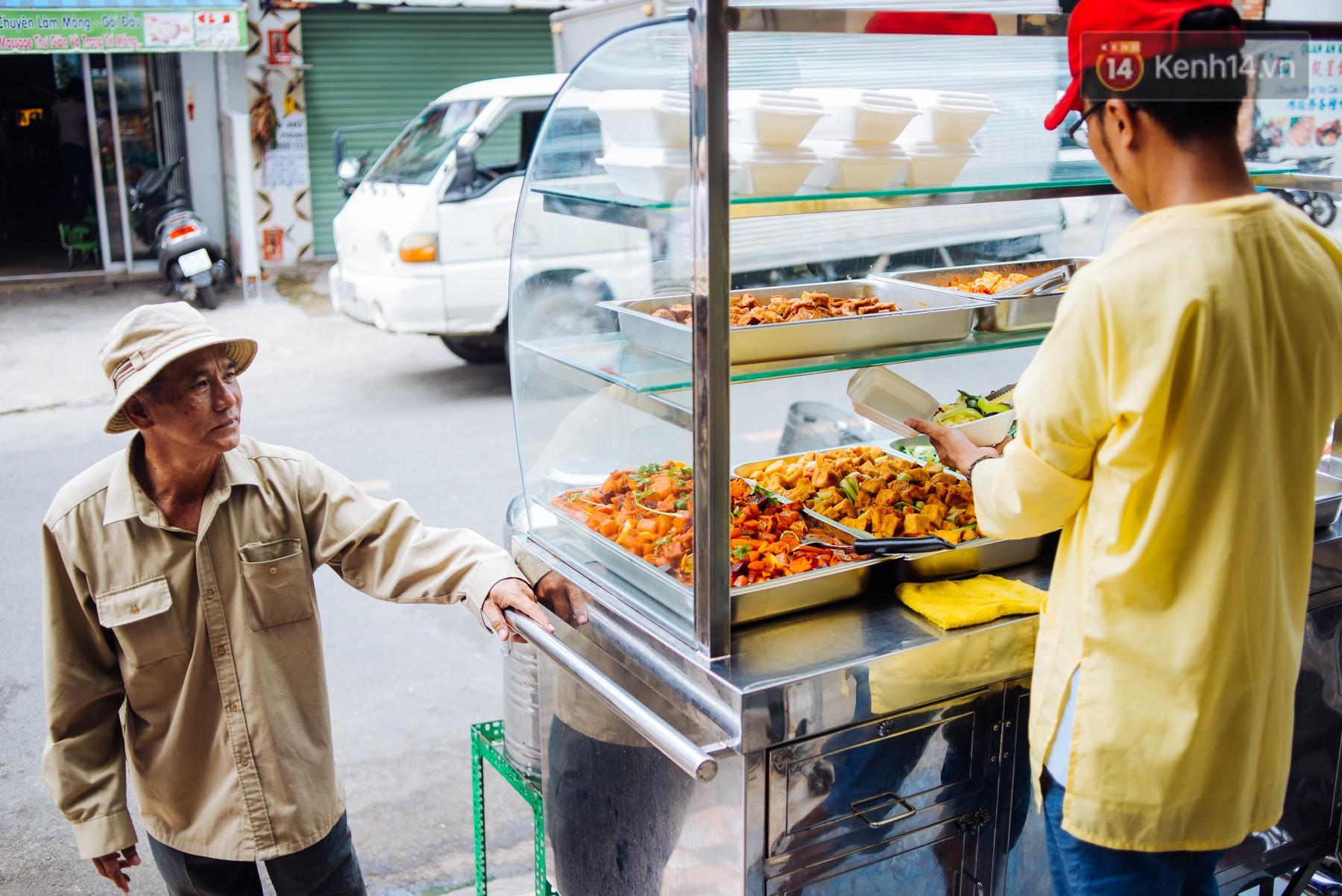 Giàu như anh bán chuối chiên Sài Gòn: Mở quán cơm 5k cho người thu nhập chưa cao, 5 năm đắt hàng - Ảnh 6.