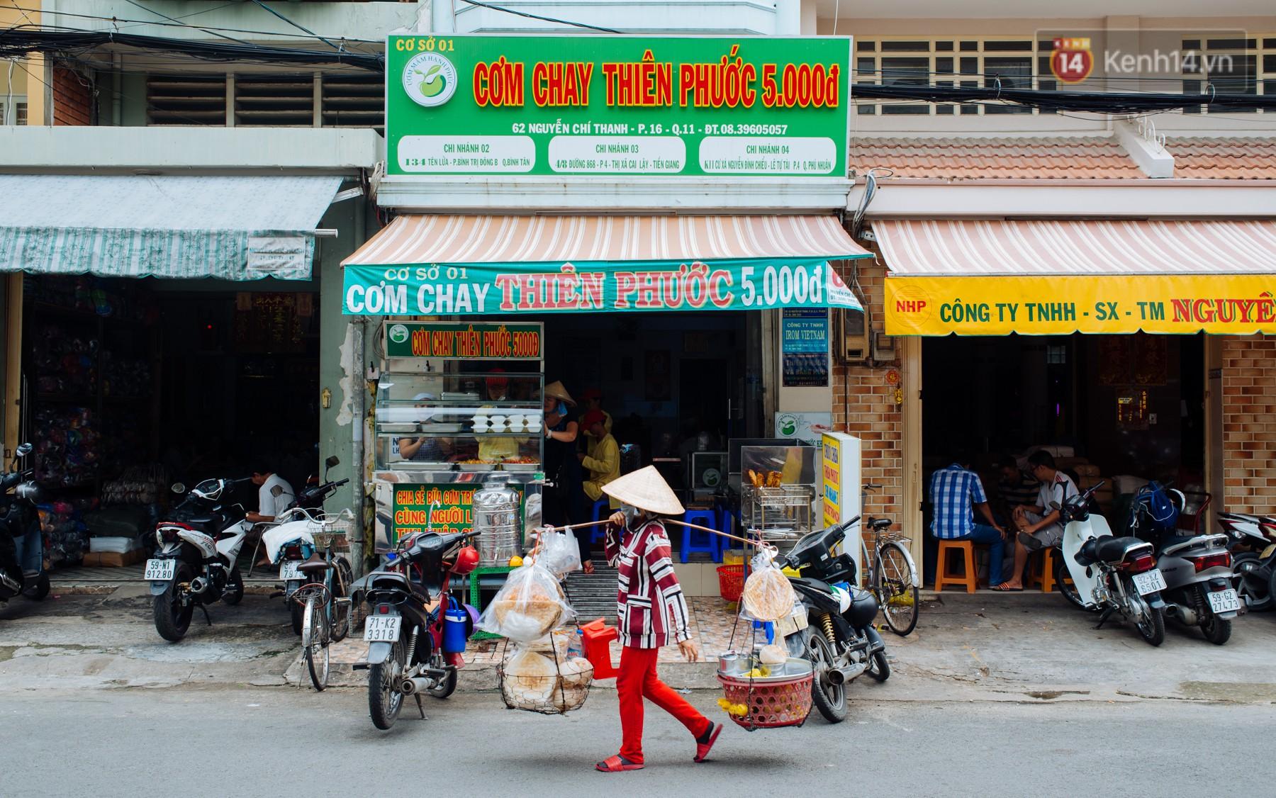 Giàu như anh bán chuối chiên Sài Gòn: Mở quán cơm 5k cho người thu nhập chưa cao, 5 năm đắt hàng - Ảnh 2.