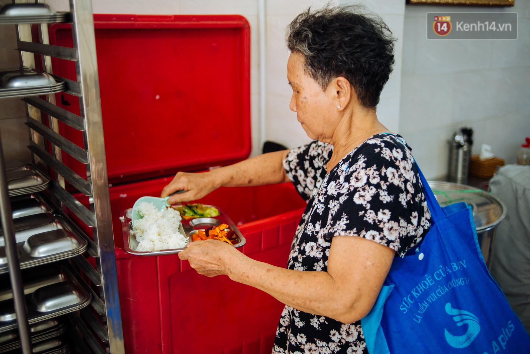 Giàu như anh bán chuối chiên Sài Gòn: Mở quán cơm 5k cho người thu nhập chưa cao, 5 năm đắt hàng - Ảnh 7.