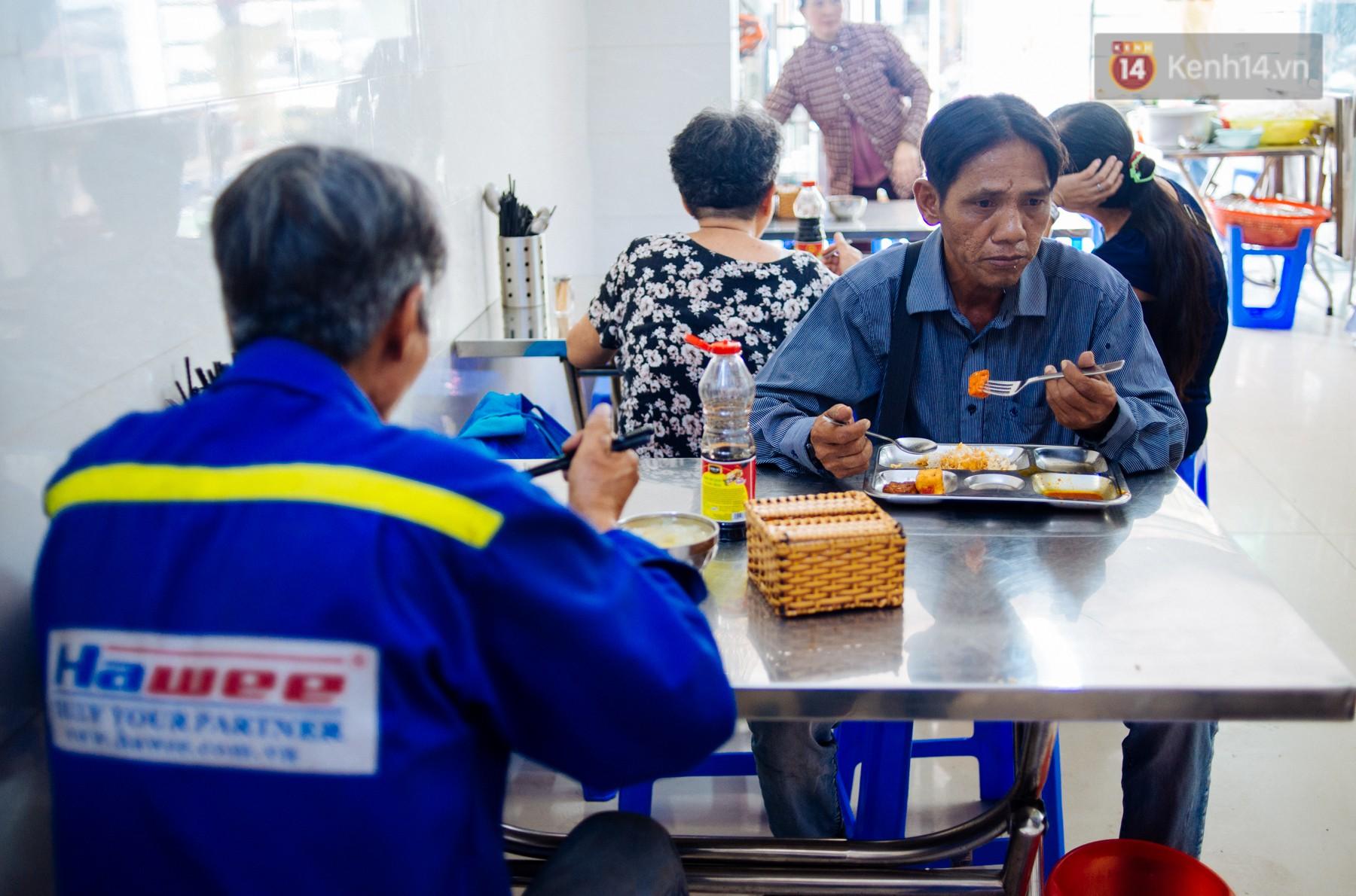 Giàu như anh bán chuối chiên Sài Gòn: Mở quán cơm 5k cho người thu nhập chưa cao, 5 năm đắt hàng - Ảnh 4.