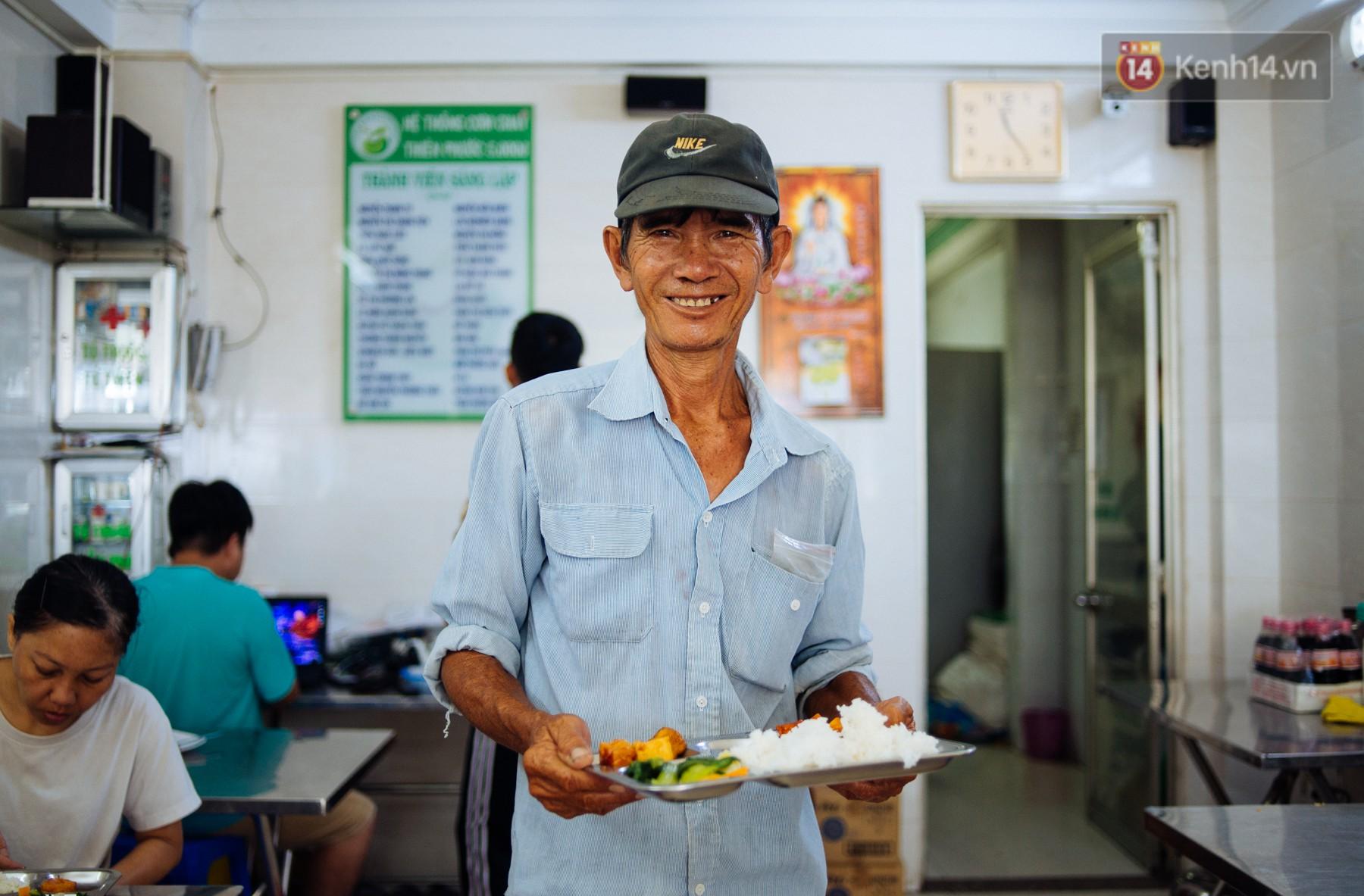 Giàu như anh bán chuối chiên Sài Gòn: Mở quán cơm 5k cho người thu nhập chưa cao, 5 năm đắt hàng - Ảnh 11.