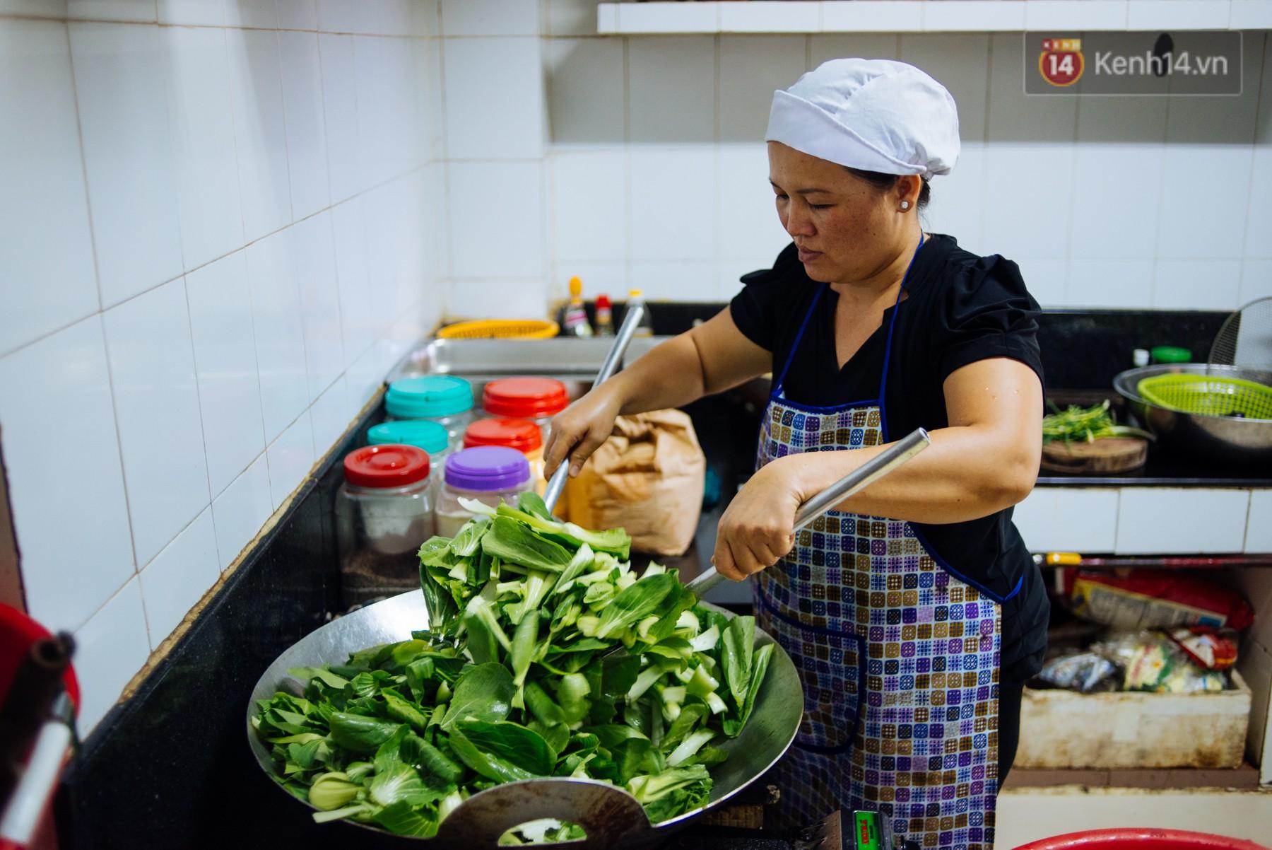 Giàu như anh bán chuối chiên Sài Gòn: Mở quán cơm 5k cho người thu nhập chưa cao, 5 năm đắt hàng - Ảnh 10.