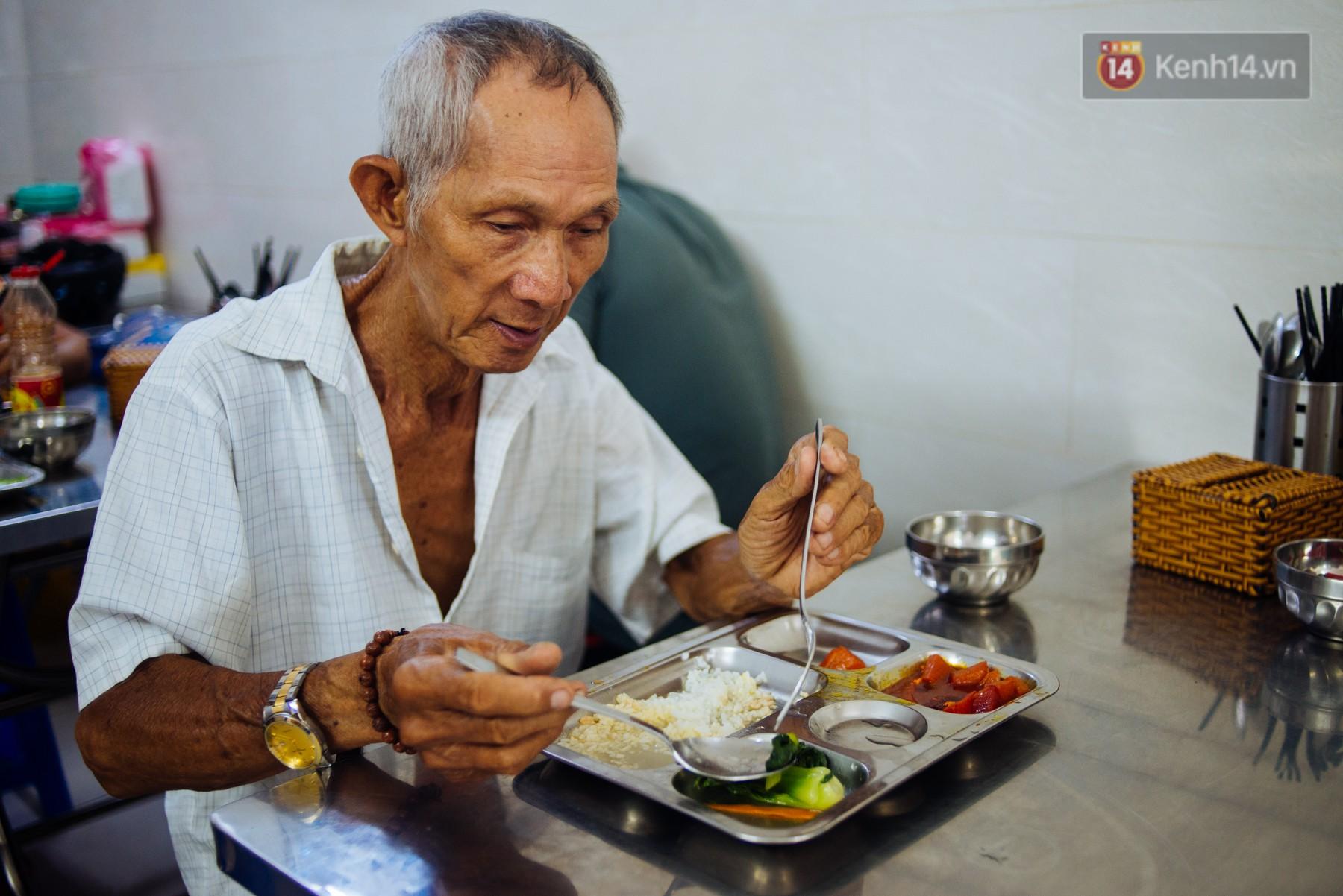 Giàu như anh bán chuối chiên Sài Gòn: Mở quán cơm 5k cho người thu nhập chưa cao, 5 năm đắt hàng - Ảnh 8.
