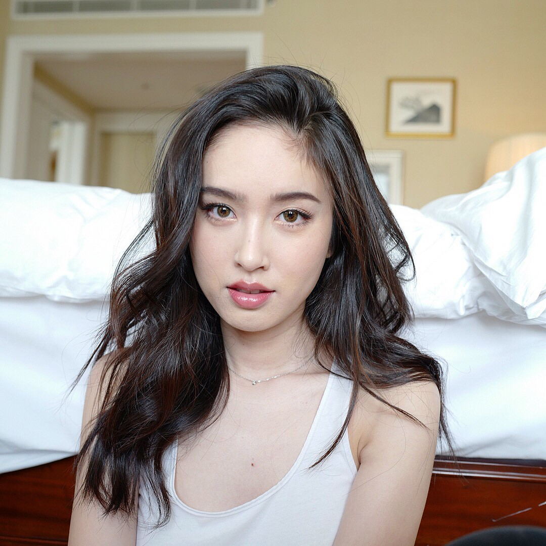 Tung loạt ảnh trước khi dự sự kiện ở Việt Nam, Nong Poy chứng minh đẳng cấp nhan sắc nữ hoàng chuyển giới Thái - Ảnh 1.