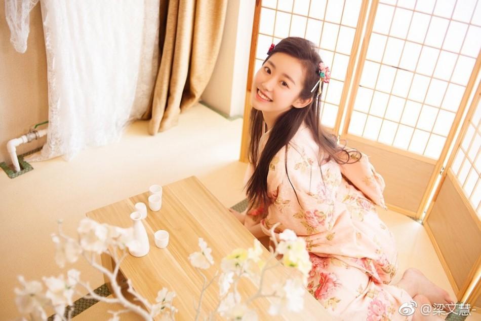 Hoa khôi của ngôi trường đào tạo minh tinh Châu Á: xinh xắn, đáng yêu, cười 1 phát là đốn tim bao chàng trai - Ảnh 1.