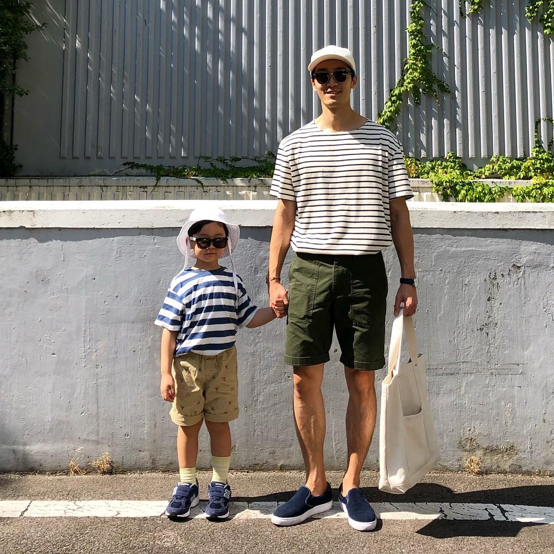Có ai như bố con nhà này, diện đồ đôi vừa ngầu vừa dễ thương hết phần người khác - Ảnh 2.