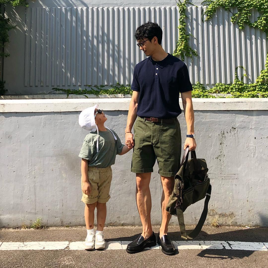 Có ai như bố con nhà này, diện đồ đôi vừa ngầu vừa dễ thương hết phần người khác - Ảnh 12.