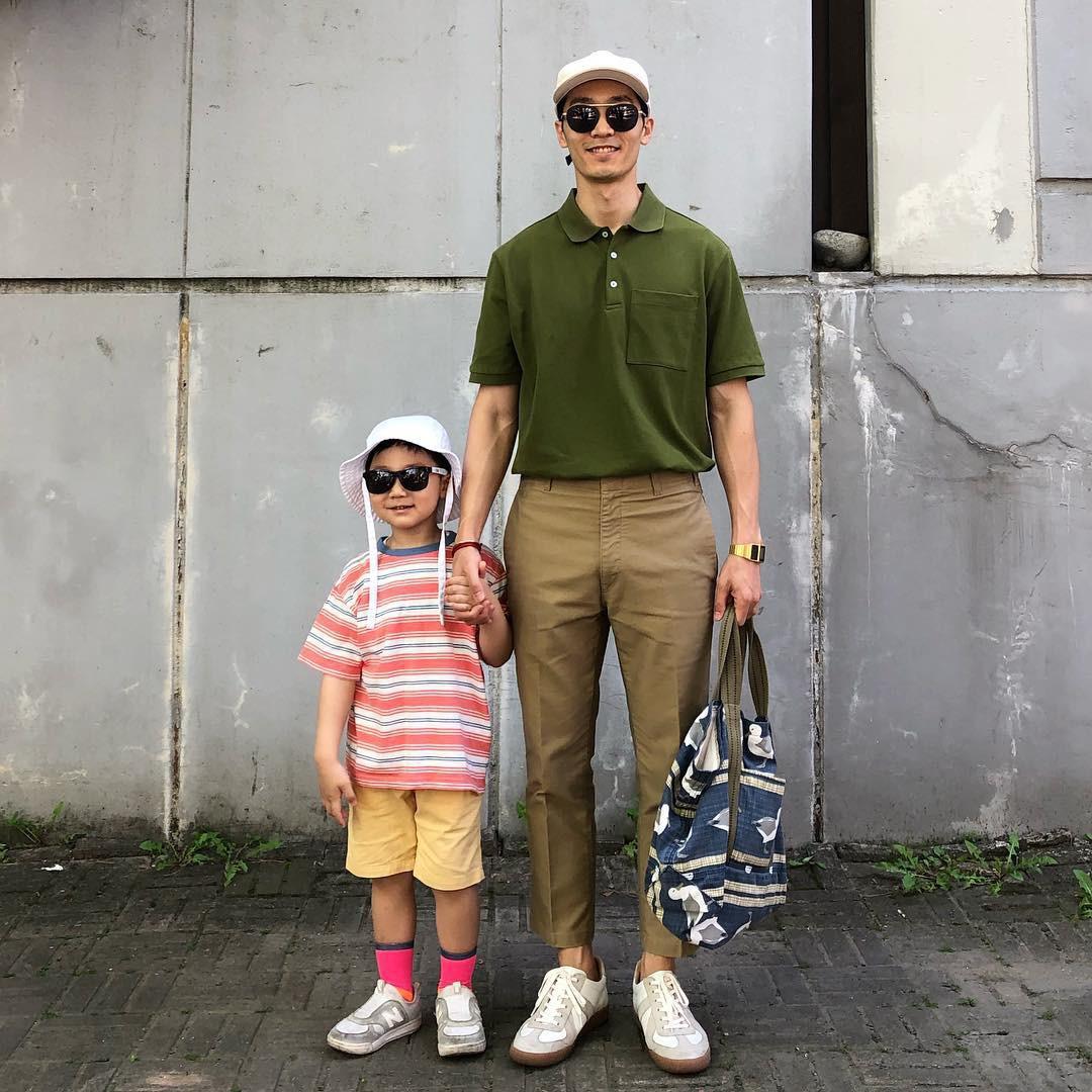 Có ai như bố con nhà này, diện đồ đôi vừa ngầu vừa dễ thương hết phần người khác - Ảnh 16.