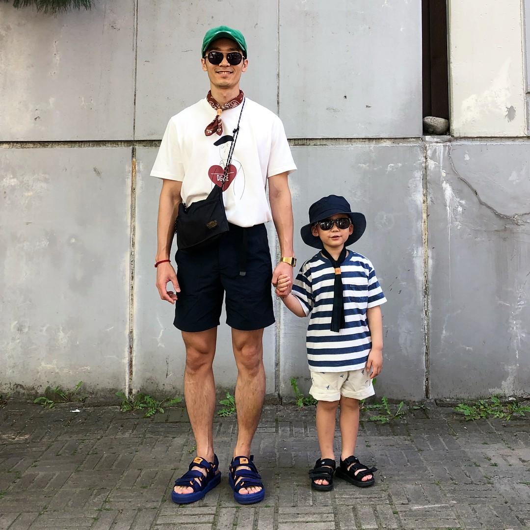 Có ai như bố con nhà này, diện đồ đôi vừa ngầu vừa dễ thương hết phần người khác - Ảnh 17.