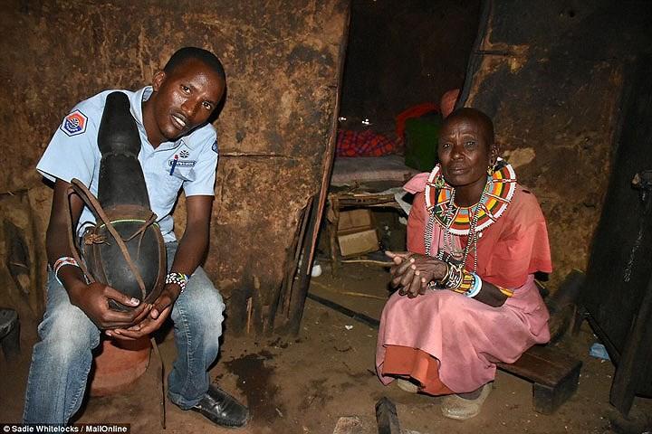 Bộ tộc sống theo truyền thống cổ xưa, 10 người ngủ trên 1 chiếc giường - Ảnh 6.